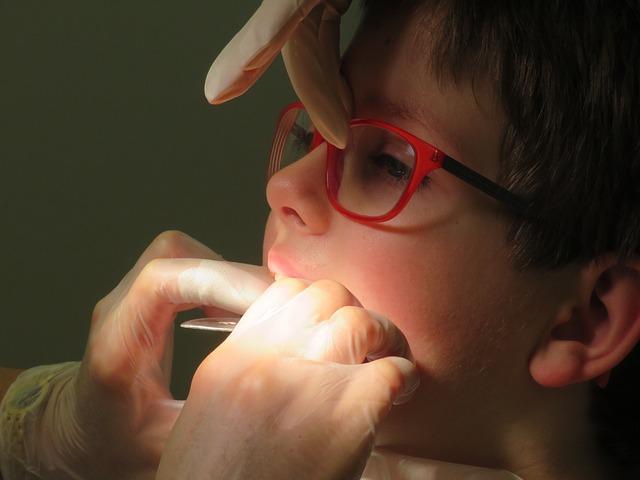 Niño en el dentista